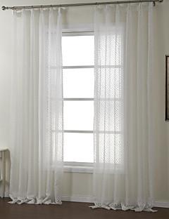 zwei Platten weißen geometrischen Polyester schieren