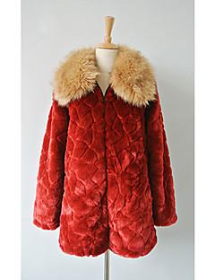 Long Sleeve Odmítnutí Faux Fur strana / volný čas Coat (více barev)