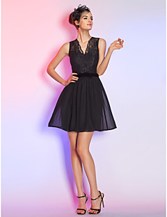 Cocktail Party / Holiday Dress - Black Plus Sizes / Petite A-line V-neck Short/Mini Lace / Chiffon