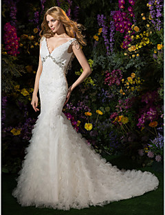 Lanting Bride® Fit & Flare Petite Wedding Dress Chapel Train V-neck Lace / Tulle with