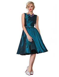 Cocktail Party Dress - Plus Size A-line Bateau Knee-length Taffeta