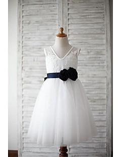 שמלה לנערת הפרחים  - קו A - באורך ברך - ללא שרוולים - תחרה / טול