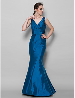 Lanting Bride® Floor-length Taffeta Bridesmaid Dress - Trumpet / Mermaid V-neck with Side Draping