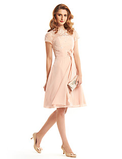 A-line Mother of the Bride Dress Knee-length Short Sleeve Chiffon with Flower(s) / Lace / Side Draping