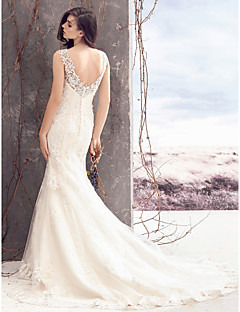 Lanting Bride® Sheath / Column Wedding Dress Court Train Bateau Lace / Tulle with Appliques / Button