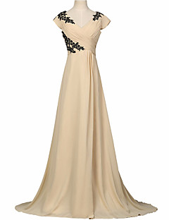 Formal Evening Dress A-line V-neck Sweep / Brush Train Chiffon with Appliques / Pleats