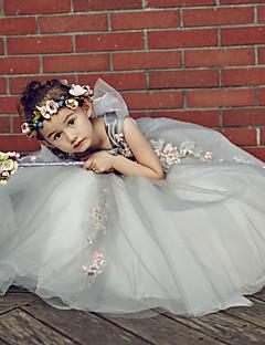 נשף עד הריצפה שמלה לנערת הפרחים  - טול / סאטן נמתח ללא שרוולים מחשוף עמוק עם חרוזים / ריקמה / פרח(ים)