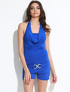 女性のセクシーなキャリー臀部のドレス