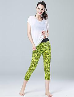 מכנסיים יוגה מכנסיים 3/4 טייץ נושם ייבוש מהיר חדירות גבוהה לאוויר (מעל 15,000 גרם) דחיסה חומרים קלים רך חלק פוש-אפ טבעי מתיחה בגדי ספורט