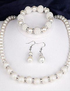 Women's Bridal Jewelry Sets Imitation Pearl Fashion Costume Jewelry Pearl Round 1 Necklace 1 Pair of Earrings 1 Bracelet For Party