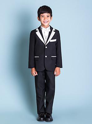 mladík oblečení černý kroužek na doručitele oblečení (1145549)