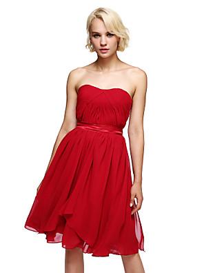 באורך  הברך שיפון שמלה הניתנת להמרה שמלה לשושבינה - גזרת A סטרפלס עם סרט / בד נשפך בצד
