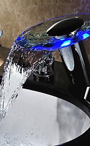 to håndtag ført vandfald vandkraft glas badeværelse vask vandhane krom finish