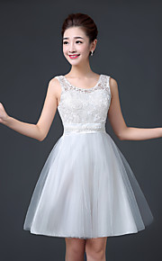 Knee-length Lace / Satin / Tulle Bridesmaid Dress A-line Scoop with Lace