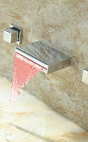 Contemporáneo Colocado en la Pared LED / Cascada with  Válvula Cerámica Dos asas de tres agujeros for  Cromo , Baño grifo del fregadero