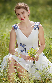 Robe de mariée en tulle court / mini à col en v-neck avec fleur
