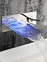 Contemporaneo Montaggio su parete LED / Cascata with  Valvola in ceramica Una manopola Due fori for  Cromo , Lavandino rubinetto del bagno