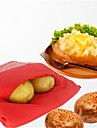 Four micro-ondes, paquet de pommes de terre rouge cuit pour un rapide rapide en seulement 4 minutes de sacs de pommes de terre