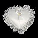 ve tvaru srdce snubní prsten polštář v bílé barvě s krajkou lemované