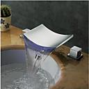Suvremeni Slavine s tri otvora LED Waterfall Rotirajuća rasvjeta with  Keramičke ventila Dvije ručke dvije rupe for  Chrome , Kupaonica